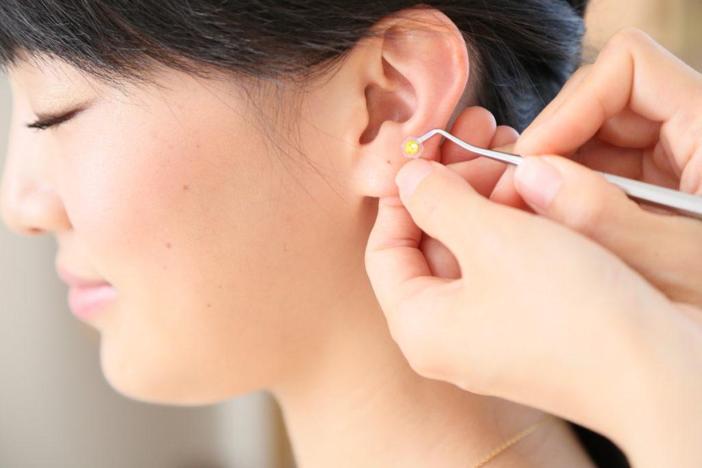 「耳つぼマッサージ」の画像検索結果