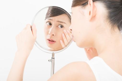 美容成分ヒアルロン酸が配合されている化粧水を利用