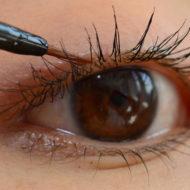魅力的な目元を目指してまつ毛美容液の正しい塗り方をマスター